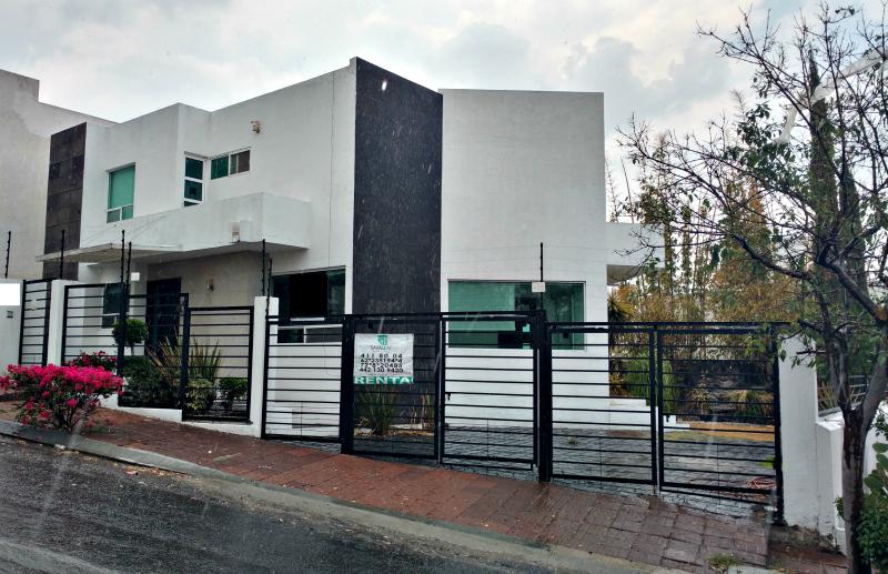Savallat bienes raices casa en renta real de juriquilla for Casas modernas juriquilla queretaro